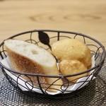 トラットリア ラ ロッカ - 自家製パン