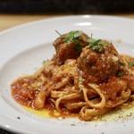 トラットリア ラ ロッカ - ポルペッティーニと白インゲン豆のトマトソース自家製タリオリーニ