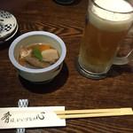 飯綱 - お通し400円(税別)       生ビール500円(税別)