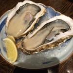 飯綱 - 殻付き生牡蠣2個800円(税別)岩手産