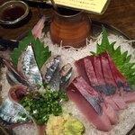 飯綱 - 新さんま刺し750円(税別)       活〆天然ブリ刺し750円(税別)