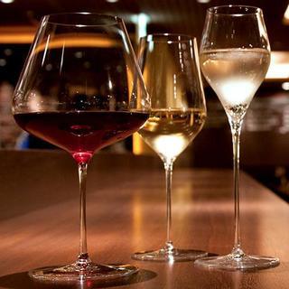厳選したフランス各地のワインは常時約10種類をご用意。