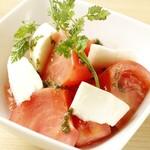 寿司酒場 スシイチ - 【サラダ】モッツァレラチーズとトマトのサラダ