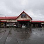 7768607 - 川湯温泉駅 建屋の左側部分がお店です