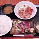 やきとり酒場 - かつをたたき、鶏唐揚、豚バラ生姜焼 750円(本日)