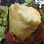 肉タレ屋 - ポテトサラダめくったところ