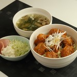 ネイキッドバー - 唐揚げ丼定食 750円
