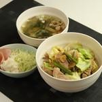ネイキッドバー - 焼肉丼定食 750円