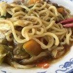スタミナラーメン三四郎 - スタミナラーメン冷やしの麺は太い