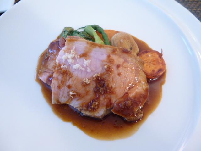 サラマンジェ ド ヨシノ - 茨城県産もち豚ロース肉のロースト ホースラディッシュのソース