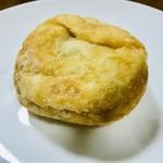 パンドミ - 揚げドーナツ(餡)カロリーを気にする人用に… 隣に砂糖の付いてない同じ餡入りの揚げドーナツも有り❗️❗️笑