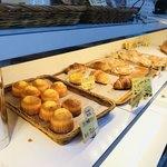 パンドミ - クロワッサンも美味しい!この並びにあるハズの塩パンは売り切れ…( ;  ; )
