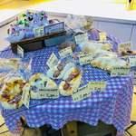 パンドミ - お店の中央のテーブル