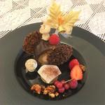 原宿 東郷記念館 - 【クロカン・ショコラ】サクサクの食感と濃厚なチョコレートを楽しんで
