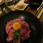 Erukanthina - ローストビーフ丼定食1000円