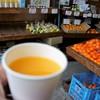 山清青果 - ドリンク写真:みかんジュース舐めの店内
