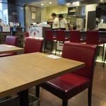 鉄板焼天神ホルモン - お店は同じ系列のステーキ店のシカゴステーキオーロラさんの一画を使って店舗を作ってオープンです。