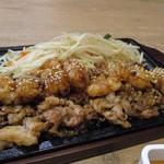 77699537 - にくまる定食は天神ホルモンの看板メニューのプリプリの丸腸と一緒に豚肉を焼き上げたこの店の人気メニュー。