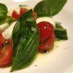 ItaLia Bar VANCALE - カプレーゼ。ミニトマトを使っているのが、お店のイメージにピッタリでよかった。