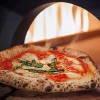 ピザ職人山本が焼き上げる石窯ピザ