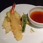 ビューアンドダイニングザスカイ - VIEW & DINING THE Sky @The New Otani 熱々でサクサク食感の天ぷら 海老・烏賊・茄子・椎茸・獅子唐 を揚げて頂きました