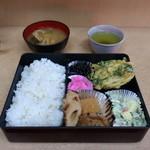 みやいし食堂 - 料理写真:日替わりランチ(野菜と桜えびのかき揚天、生揚、がんも、ちくわ煮)