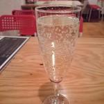 Alba - 1杯目190円の樽詰スパークリング