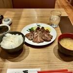 炙り牛たん万 - 塩 牛たん焼き定食大¥1,830(税別)