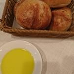 小林食堂 - パンとオリーブオイル