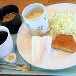 ウェザーリポート - 料理写真:これ全部で380円という岐阜ミラクル