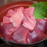 魚喰いの大間んぞく - 料理写真:3色マグロ丼