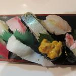 77712501 - 握り(鮪、赤海老、鯖の棒寿司、真烏賊、エンガワ、勘八、雲丹、蟹)