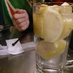 77713659 - レモンサワー♪凍ったレモンがてんこ盛り