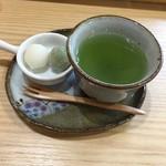稲の花 - サービスのお茶とお菓子