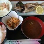 呑み喰い処 奥飛騨 - メバル塩焼き定食(680円)