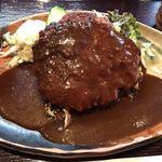 洋食屋 カーネリアン - デミソースハンバーグ定食 デラックスサイズ  1,240円(税込)