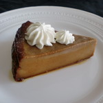 柞の杜 - 【栗蒸しケーキ】  久しぶりの栗のケーキです。  栗にはビタミン類がたくさん含まれていて 栄養素の宝庫なんだそうです。  風味も豊かな栗とカラメルが ベストマッチなケーキを どうぞお楽しみくださいませ。
