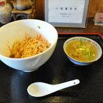 小陽春茶房 - ジャージャー麺と汁ビーフン