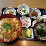 山しげ - 料理写真:かつ丼@800
