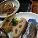 山しげ - かつ丼(きんぴら&煮物)