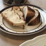 77722119 - 自家製パン。