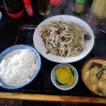 キッチンあべ - 野菜炒め(小ライス,みそ汁,漬物)