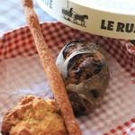 パン ゴルジュ - 料理写真:クランベリーとクルミ,グリッシーニ,スコーン
