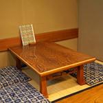 すし善 - テーブル席