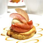 """リール ギンザ - サクサクパイとリンゴのキャラメリゼ""""赤ワインとカルヴァドスのアイスクリーム ドリンク付き¥2400"""
