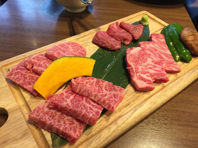 牛8 錦糸町店 - 特上和牛究極盛り@3980