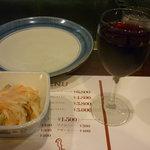ケルン - グラスワイン(赤)一杯目、付きだしの鯵の南蛮漬け