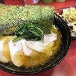 77731850 - チャーシューメン+野菜畑  ¥810+60