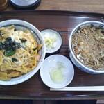 伊勢久 - 玉子丼とかけ蕎麦セット 850円(税込)(2017年11月29日撮影)