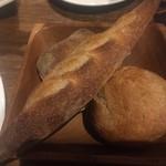 原価ビストロBAN! - パン三種